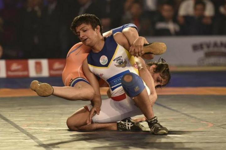 Ritu-Phogat-in-action