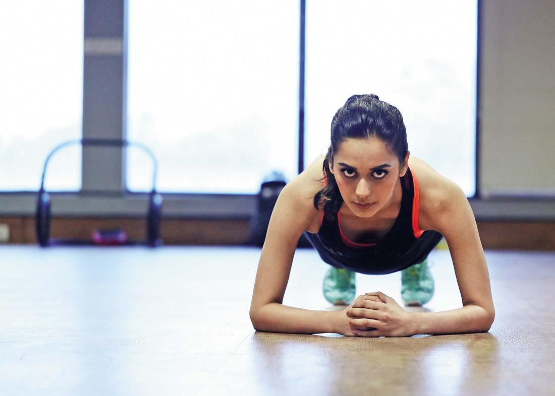 manushi-chhillar-exercising