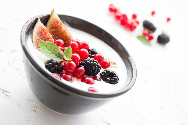 Plain yogurt with natural flavours